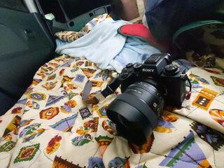 超広角レンズ『SEL14F18GM』で撮る「絶メシロード+α」富士吉田の旅